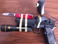 剛在黑市花了2W買了把槍,槍販子說這槍很吊……