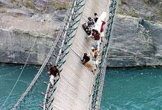 救命,桥要翻了