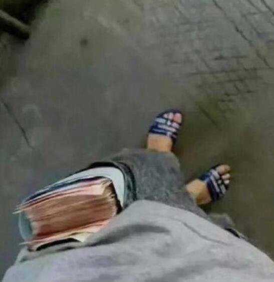 这拖鞋好看不