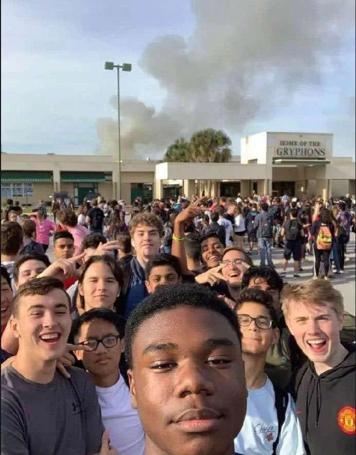 学校发生火灾同学们痛苦笑出声