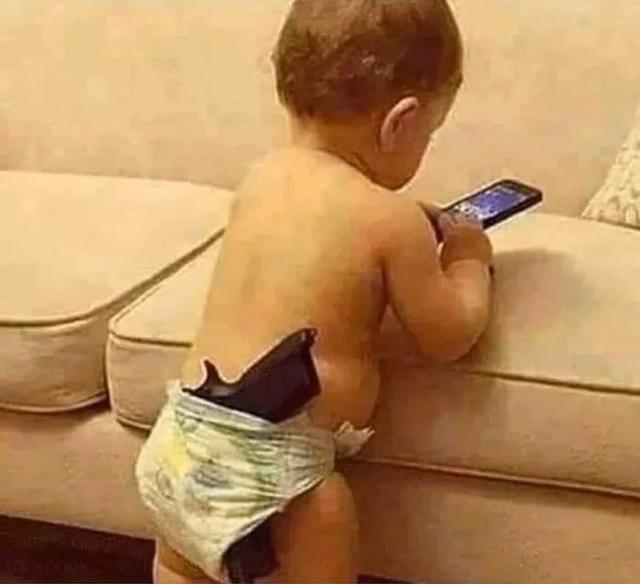 讲道理,这个年龄段确实不该用手机