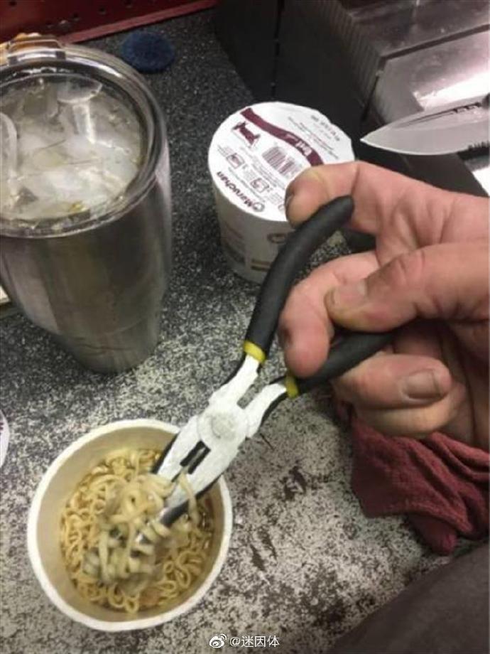 理科生吃面沒筷子